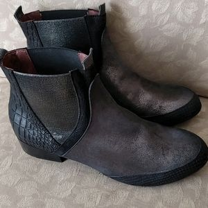 Eva & Claudi women ankle boot new without box